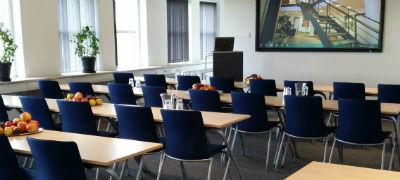 Konferencelokale-i-Erhvervscentret-Greve -hvor-vi-afholder-nogle-af-vores-foredrag-kurser-og-workshops-til-forebyggelse-og-haandtering-af-stress-samt-til-at-skabe-trivsel-gennem-positiv-psykologi