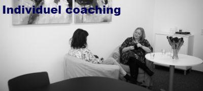 Billede-af-Lene-Damkjaer-ved-en-individuel-coaching-hvor-der-gives-sparring-eller-supervision-paa-individuelle-udfordringer-til-enkelte-medarbejdere-eller-ledere