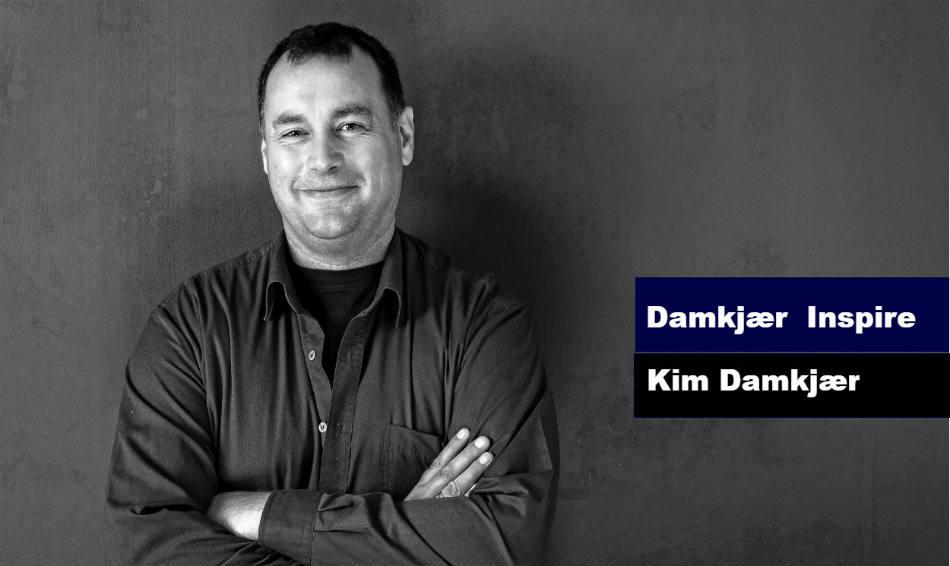 Profilbillede-af-Kim-Damkjaer-der-arbejder-som-underviser-samt-med-forebyggelse-og-haandtering-af-stress-og-det-at-skabe-trivsel-gennem-positiv-psykologi